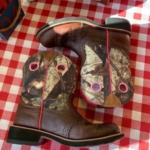 Ariat Shoes - ARIAT Fatbaby Western Camo Boots, 8.5B